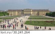 Купить «Вид на дворец Шёнбрунн солнечным апрельским днем. Вена, Австрия», видеоролик № 30241264, снято 28 апреля 2018 г. (c) Виктор Карасев / Фотобанк Лори