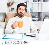 Купить «Manager with orange mug working at pc», фото № 30242464, снято 27 марта 2019 г. (c) Яков Филимонов / Фотобанк Лори