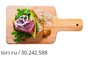 Купить «Delicious sandwich with raw tuna, avocado, greens and onion», фото № 30242588, снято 18 июня 2019 г. (c) Яков Филимонов / Фотобанк Лори