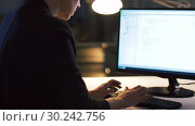 Купить «businesswoman working on computer at night office», видеоролик № 30242756, снято 28 февраля 2019 г. (c) Syda Productions / Фотобанк Лори