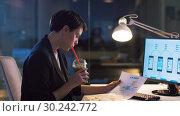 Купить «ui designer working on interface at night office», видеоролик № 30242772, снято 28 февраля 2019 г. (c) Syda Productions / Фотобанк Лори