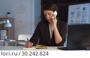 Купить «businesswoman calling on smartphone at dark office», видеоролик № 30242824, снято 28 февраля 2019 г. (c) Syda Productions / Фотобанк Лори