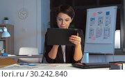 Купить «ui designer with tablet pc working at night office», видеоролик № 30242840, снято 28 февраля 2019 г. (c) Syda Productions / Фотобанк Лори