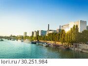Seine river and quai de Bercy embarkment Paris (2016 год). Стоковое фото, фотограф Сергей Новиков / Фотобанк Лори