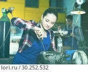 Купить «Girl master is repairing drill with help screwdriver», фото № 30252532, снято 10 октября 2017 г. (c) Яков Филимонов / Фотобанк Лори