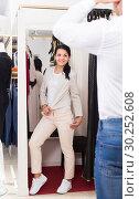 Купить «Positive couple purchasing jacket», фото № 30252608, снято 24 октября 2016 г. (c) Яков Филимонов / Фотобанк Лори