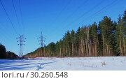 Купить «Две линии электропередач. Зима. Россия», видеоролик № 30260548, снято 2 марта 2019 г. (c) Александр Романов / Фотобанк Лори