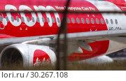 Купить «Airplane taxiing to start before departure», видеоролик № 30267108, снято 30 ноября 2018 г. (c) Игорь Жоров / Фотобанк Лори