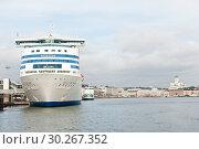 Купить «Вид на Хельсинки со стороны Балтийского моря. Осенний день. Финляндия», фото № 30267352, снято 20 сентября 2018 г. (c) E. O. / Фотобанк Лори