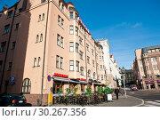 Купить «Городской пейзаж. Ранняя осень. Солнечно. Хельсинки. Финляндия», фото № 30267356, снято 20 сентября 2018 г. (c) E. O. / Фотобанк Лори