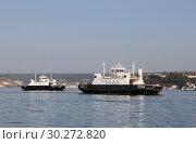 Грузо-пассажирские паромы в севастопольской бухте (2017 год). Редакционное фото, фотограф Александр Демин / Фотобанк Лори