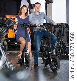 Купить «Couple selecting bikes at rental agency», фото № 30273568, снято 22 марта 2019 г. (c) Яков Филимонов / Фотобанк Лори