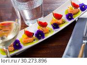 Купить «Ceviche from pickled red fish and cumquat a circle of kiwi, with figs at plate», фото № 30273896, снято 21 октября 2019 г. (c) Яков Филимонов / Фотобанк Лори