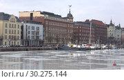 Купить «Облачный мартовский день на Северной набережной. Хельсинки, Финляндия», видеоролик № 30275144, снято 8 марта 2019 г. (c) Виктор Карасев / Фотобанк Лори