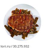 Купить «Steak beef with stewed green beans and pepper», фото № 30275932, снято 21 марта 2019 г. (c) Яков Филимонов / Фотобанк Лори