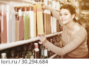 Купить «Teenage girl is searching for hair care products», фото № 30294684, снято 21 февраля 2017 г. (c) Яков Филимонов / Фотобанк Лори
