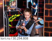 Купить «Teen girl with laser pistol on dark labyrinth», фото № 30294808, снято 3 сентября 2018 г. (c) Яков Филимонов / Фотобанк Лори