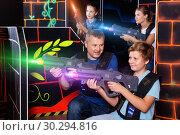 Купить «Happy teen boy with laser gun having fun on lasertag arena with», фото № 30294816, снято 3 сентября 2018 г. (c) Яков Филимонов / Фотобанк Лори