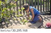 Купить «using a pump, a curious child modeled a volcano eruption in a sandbox», видеоролик № 30295168, снято 23 февраля 2019 г. (c) Ирина Мойсеева / Фотобанк Лори
