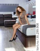 Купить «Woman choosing mattress in furnishings store», фото № 30299908, снято 22 октября 2018 г. (c) Яков Филимонов / Фотобанк Лори