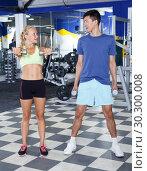 Купить «Couple during weightlifting workout», фото № 30300008, снято 16 июля 2018 г. (c) Яков Филимонов / Фотобанк Лори