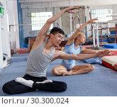 Купить «Fitness couple doing exercises in gym», фото № 30300024, снято 18 июля 2018 г. (c) Яков Филимонов / Фотобанк Лори