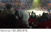Купить «Женщина и девочка со сладкой ватой в руках сидят на трибунах в цирке во время антракта», видеоролик № 30300816, снято 12 марта 2019 г. (c) Кекяляйнен Андрей / Фотобанк Лори