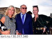 Купить «'Staatsoper für alle' reopening of Berlin State Opera at Hotel de Rome. Featuring: Judith Milberg, Axel Milberg, Jenny Falckenberg-Blunck Where: Berlin, Germany When: 30 Sep 2017 Credit: AEDT/WENN.com», фото № 30317340, снято 30 сентября 2017 г. (c) age Fotostock / Фотобанк Лори