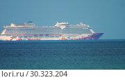 Купить «Genting dream cruise ship near Phuket», видеоролик № 30323204, снято 27 ноября 2018 г. (c) Игорь Жоров / Фотобанк Лори