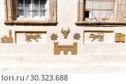 Купить «Скульптурное изображение быка и льва на стене жилого дома. Символы Баку. Азербайджан», фото № 30323688, снято 9 сентября 2018 г. (c) Евгений Ткачёв / Фотобанк Лори