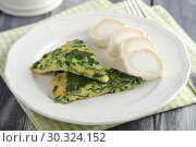 Купить «Spinach omelet and goat cheese roll. Healthy spring breakfast», фото № 30324152, снято 13 марта 2019 г. (c) Stockphoto / Фотобанк Лори