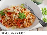 Купить «Spaghetti with tomato sauce, parmesan and basil», фото № 30324164, снято 12 марта 2019 г. (c) Stockphoto / Фотобанк Лори
