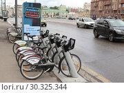 Russia, Moscow 22 May 2016,  City bike rental station on the Novinsky boulevard. Редакционное фото, фотограф Бурухин Никита Юрьевич / Фотобанк Лори