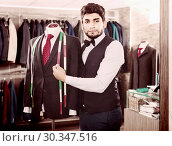 Купить «Guy is creating business image with red tie», фото № 30347516, снято 20 июня 2017 г. (c) Яков Филимонов / Фотобанк Лори