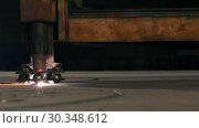 Купить «Side View Of A Laser Cutting Machine Head Cuts Off Detail», видеоролик № 30348612, снято 20 июля 2019 г. (c) Pavel Biryukov / Фотобанк Лори