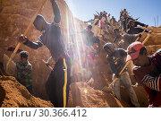 Купить «Laborers digging for sapphires in the mines of Ilakaka in Madagascar.», фото № 30366412, снято 24 июня 2019 г. (c) age Fotostock / Фотобанк Лори