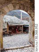 Mostar old town street with shops and historic architecture. Bosnia and Herzegovina (2018 год). Редакционное фото, фотограф Николай Коржов / Фотобанк Лори