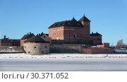Купить «Старинная крепость города Хамеенлинна на берегу озера Ванаявеси мартовским утром. Финляндия», видеоролик № 30371052, снято 2 марта 2019 г. (c) Виктор Карасев / Фотобанк Лори