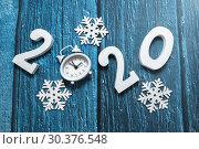Купить «С новым годом. Цифры 2020 на синем фоне», фото № 30376548, снято 15 марта 2019 г. (c) Наталья Осипова / Фотобанк Лори