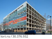 Купить «Gutting of the former Centrum-Warenhaus am Ostbahnhof (department store at Ostbahnhof)», фото № 30376932, снято 9 апреля 2018 г. (c) Caro Photoagency / Фотобанк Лори