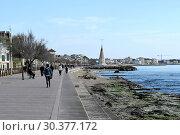 Spain, Mallorca- Harbour promenade in the district Portixol in Palma (2019 год). Редакционное фото, агентство Caro Photoagency / Фотобанк Лори