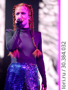 Jess Glynne performing live on stage during her open air concert ... (2017 год). Редакционное фото, фотограф WENN.com / age Fotostock / Фотобанк Лори