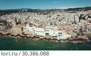 Купить «Video of aerial view of mediterranean resort town Sitges, Spain», видеоролик № 30386088, снято 27 апреля 2018 г. (c) Яков Филимонов / Фотобанк Лори
