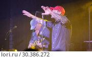 Купить «Lyapis-98 band in concert at Sala Apolo, Barcelona, Spain», видеоролик № 30386272, снято 22 ноября 2018 г. (c) Яков Филимонов / Фотобанк Лори