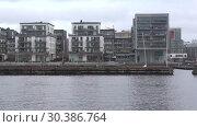 Купить «Современный жилой микрорайон в районе Хаммарбю пасмурным мартовским днем. Стокгольм, Швеция», видеоролик № 30386764, снято 9 марта 2019 г. (c) Виктор Карасев / Фотобанк Лори