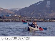 Купить «Norilsk, Russia - June 20, 2017: a guy and a girl floating on a kayak», фото № 30387128, снято 20 июня 2017 г. (c) Александр Сергеевич / Фотобанк Лори