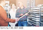 Купить «Young customers choosing kitchen facade», фото № 30387688, снято 4 апреля 2017 г. (c) Яков Филимонов / Фотобанк Лори