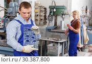 Купить «Worker drilling bores in glass on machine», фото № 30387800, снято 10 сентября 2018 г. (c) Яков Филимонов / Фотобанк Лори