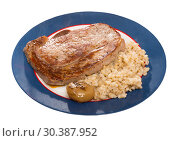 Купить «Barley groats with frying beef loin at plate on table, nobody», фото № 30387952, снято 26 мая 2019 г. (c) Яков Филимонов / Фотобанк Лори