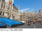 Купить «Площадь Гран-Плас в центре Брюсселя с трибуной для зрителей», фото № 30388680, снято 4 июля 2018 г. (c) V.Ivantsov / Фотобанк Лори